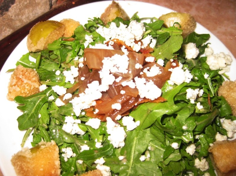 10-28-09-baby-arugula-with-carmelized-onions-bleu-cheese-bacon-apple-croutons-with-sherry-pecan-vinaigrette