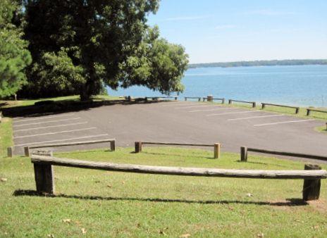 vanns-tavern-park-parking-lake-lanier
